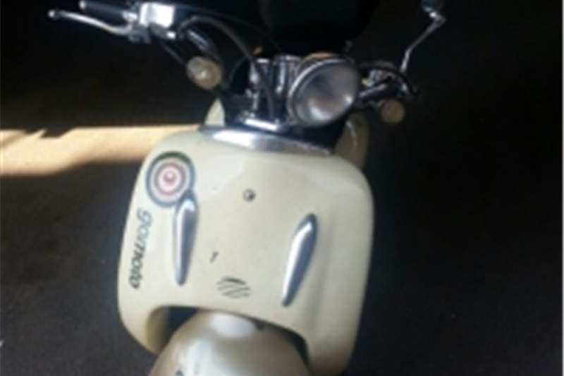 Gomoto Yesterday 150cc Scooter 0