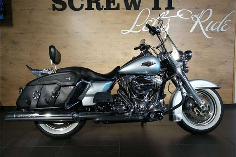 Harley Davidson Road King Classic FLHRC Solid (15my) 2014