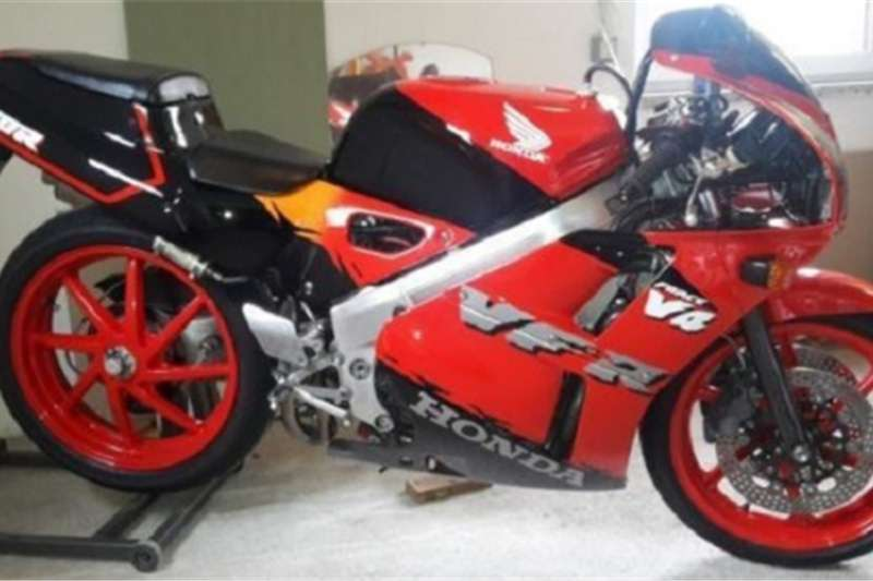 Honda VFR 400 nc30 in original condition with papers 0