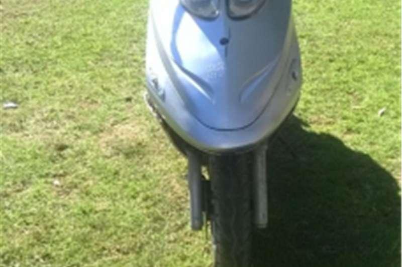 Jonway Scooter + Helmet 0