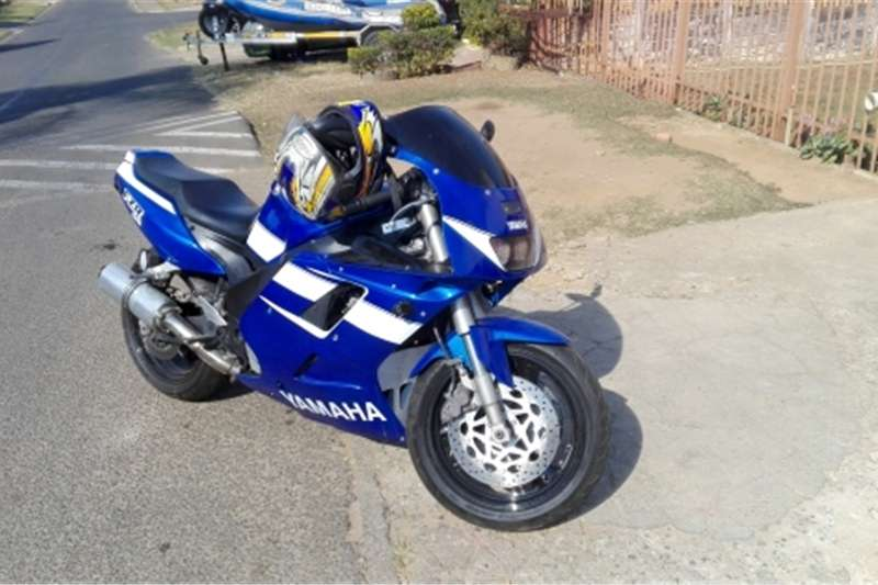 Yamaha FZR 1000cc super bike 2006