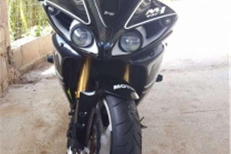 Yamaha YZF R1 big bang 0