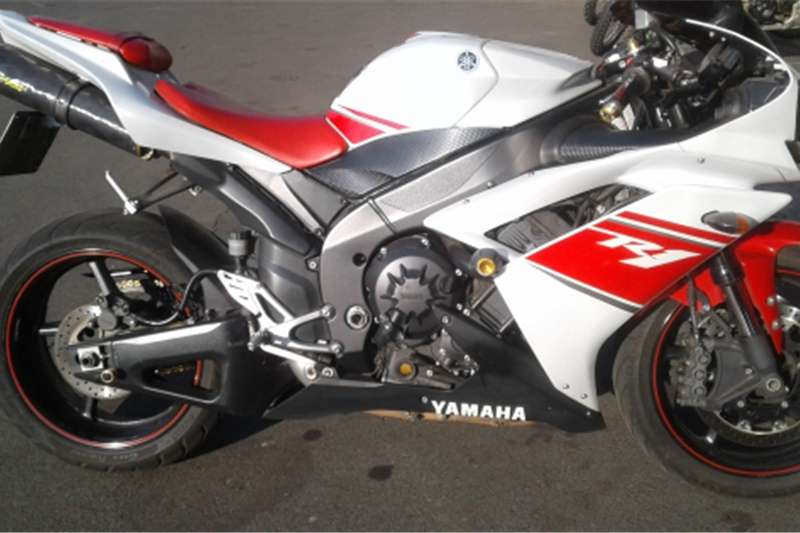 Yamaha YZF R1 Red and white 2007