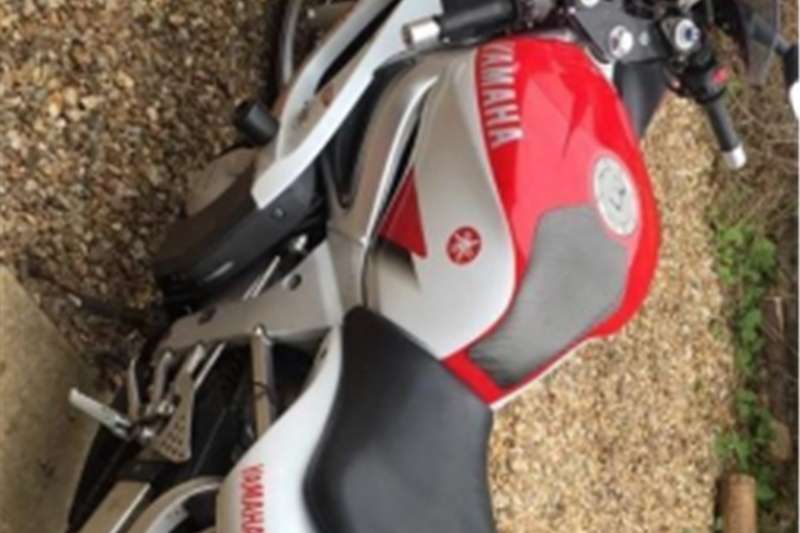 Yamaha YZF R6 for sale runs very well with papers 2001