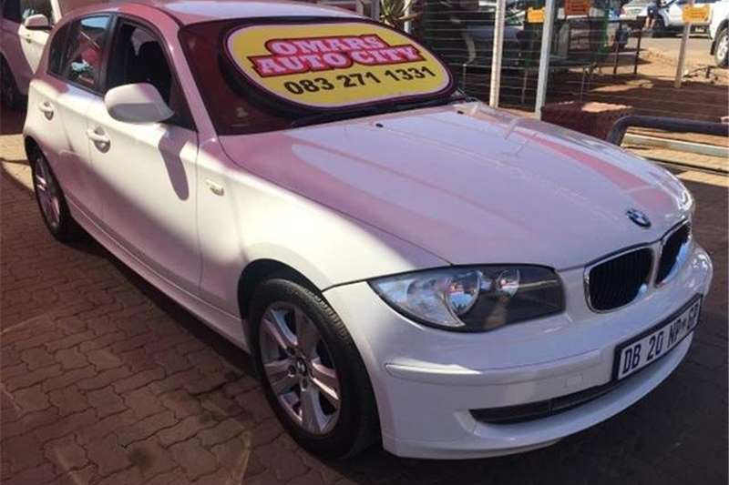 BMW 1 Series 116i 5-door 2011