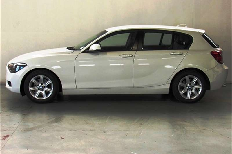 BMW 1 Series 118i 5 door 2011