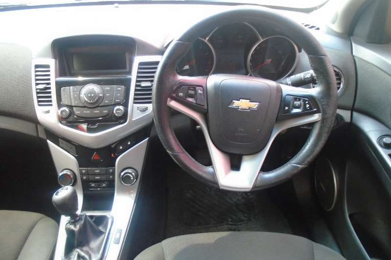Chevrolet Cruze hatch 1.6 LS 2013