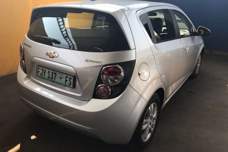 Chevrolet Sonic hatch 1.6 LS 2012