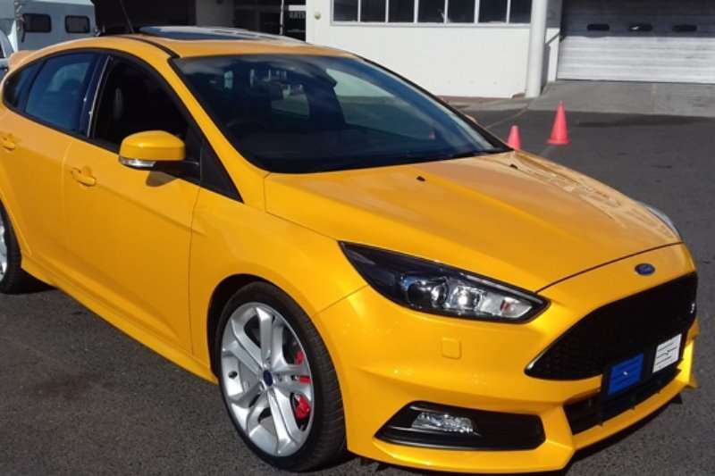 2017 ford focus st 3 hatchback petrol fwd manual cars for sale in western cape r 439. Black Bedroom Furniture Sets. Home Design Ideas