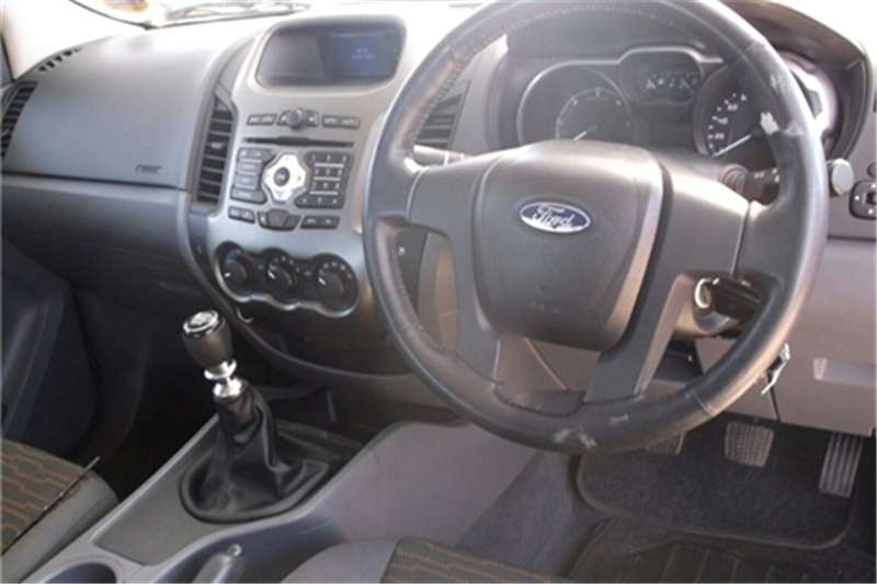 Ford Ikon 1.6 Ambiente 2009
