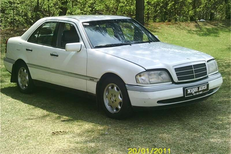 1995 mercedes benz c class c220 cars for sale in gauteng r 40 000 on auto mart. Black Bedroom Furniture Sets. Home Design Ideas