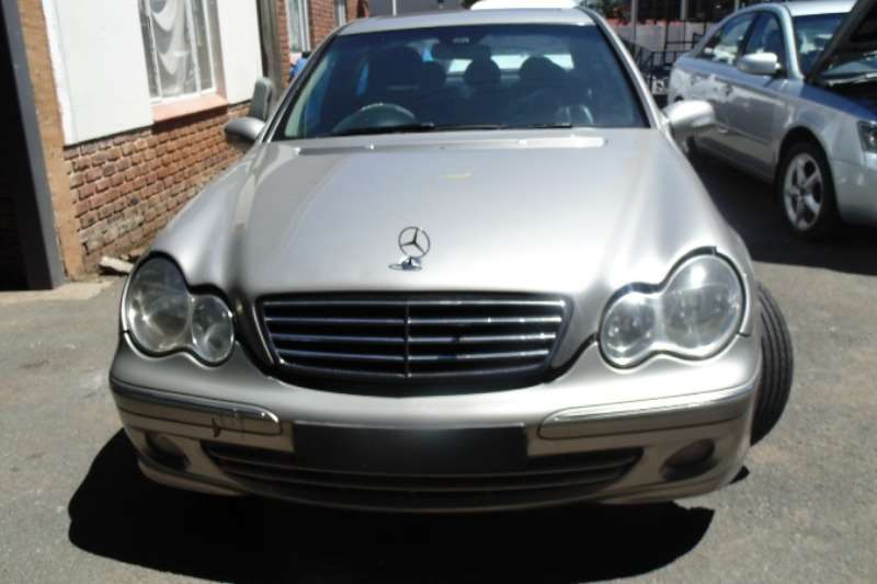 2006 mercedes benz c class c220cdi avantgarde sedan rwd cars for sale in gauteng r 79 200. Black Bedroom Furniture Sets. Home Design Ideas