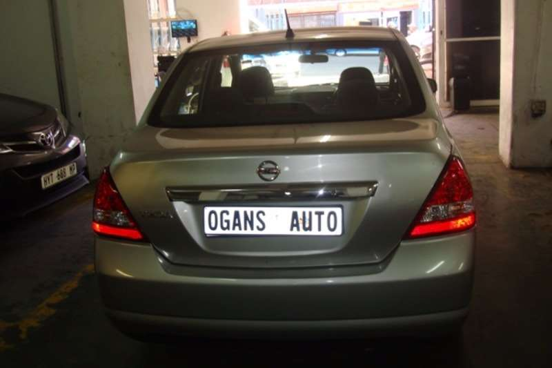 Nissan Tiida sedan 1.6 Visia+ auto 2012