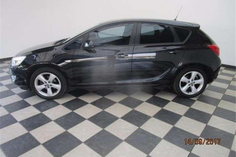 Opel Astra hatch 1.4 Turbo Enjoy 2013