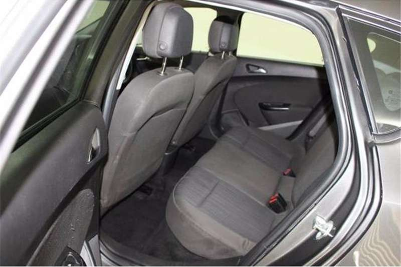 Opel Astra hatch 1.6 Essentia 2012