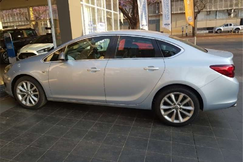 Opel Astra sedan 1.6 Turbo Cosmo 2014