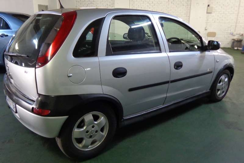 2004 opel corsa 1 6 sport hatchback fwd cars for sale in gauteng r 47 000 on auto mart. Black Bedroom Furniture Sets. Home Design Ideas