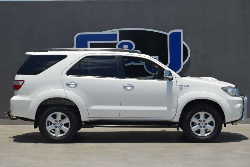 2010 toyota fortuner 3 0d 4d 4x4 crossover suv diesel awd manual cars for sale in. Black Bedroom Furniture Sets. Home Design Ideas