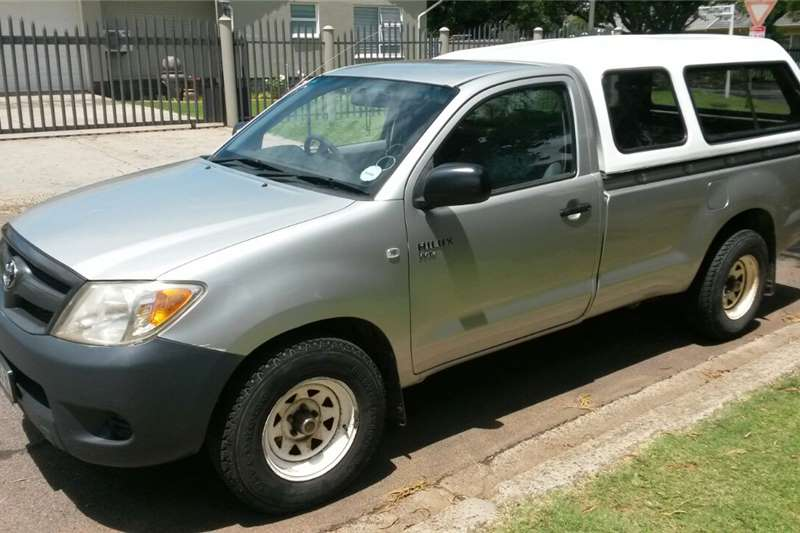 2006 toyota hilux 2 0 aircon single cab bakkie petrol. Black Bedroom Furniture Sets. Home Design Ideas