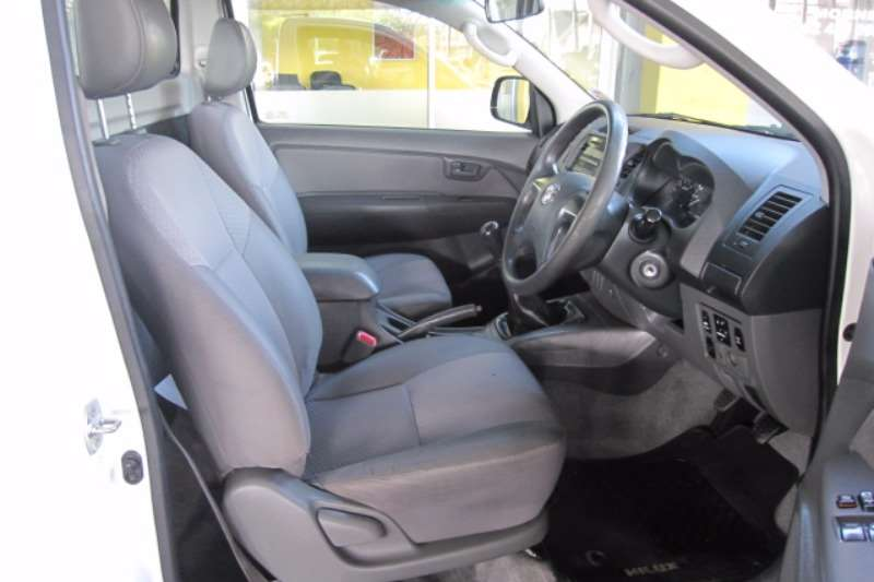 Toyota Hilux 2.5D 4D raised body SRX 2013