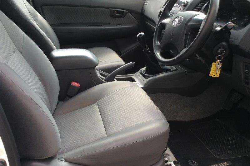 Toyota Hilux 2.5D 4D raised body SRX 2016