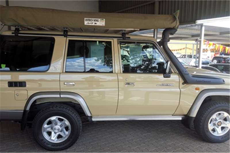 Toyota Land Cruiser 76 4.5D 4D LX V8 station wagon 2014