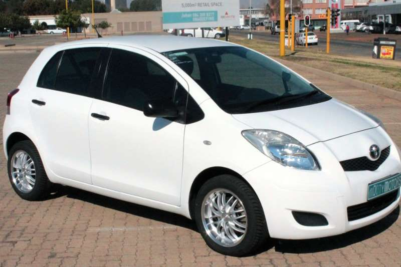 2011 toyota yaris 5 door zen3 s hatchback fwd cars for sale in north west r 99 950 on auto. Black Bedroom Furniture Sets. Home Design Ideas