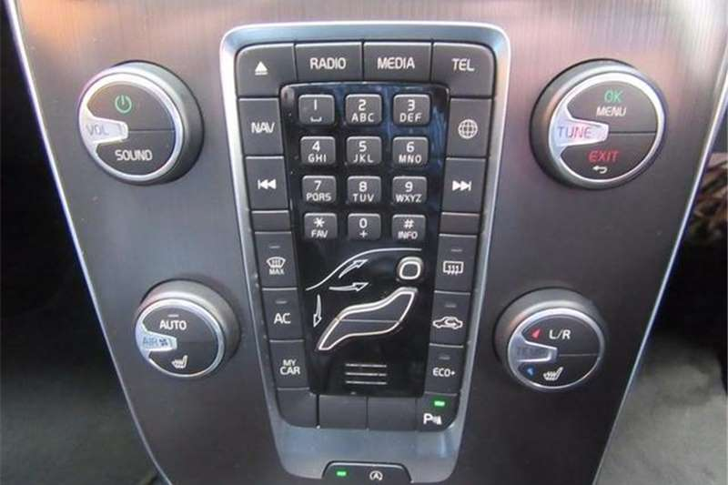 Volvo V40 T3 Momentum Auto 2015