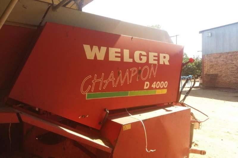 Welger 2 X WELGER D4000 Balers