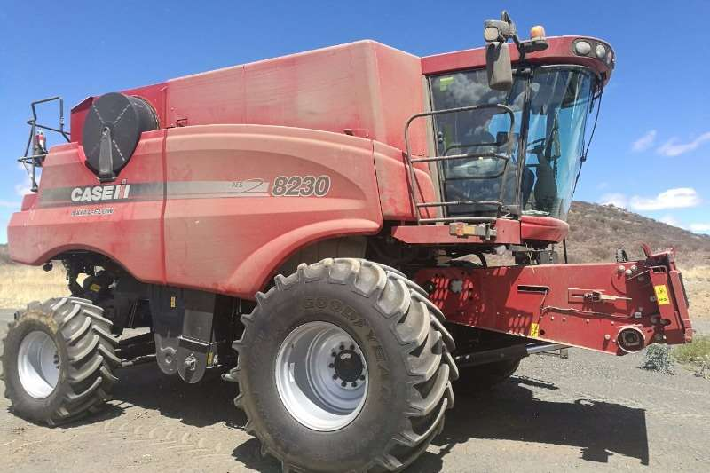Case 8230 AXIAL FLOW Combine harvesters and harvesting equipment