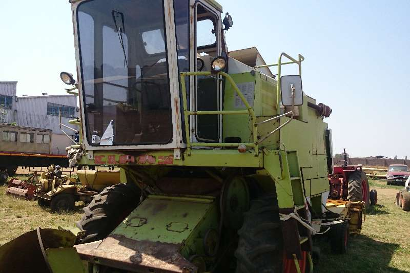 Claas Dominator 66 with 3 Beds Combine harvesters and harvesting equipment