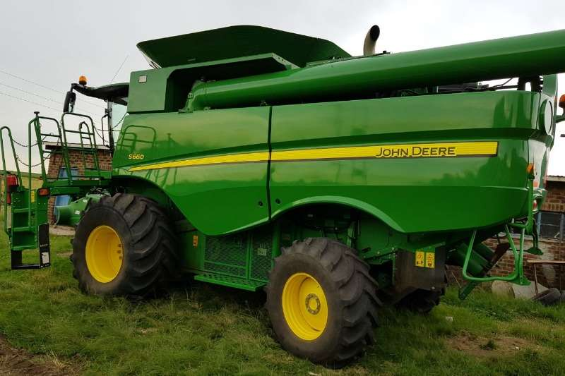John Deere Grain harvesters 2015 John Deere S 660 . Met Lateral Tilt en Multi Combine harvesters and harvesting equipment
