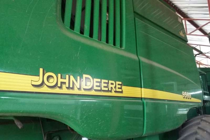John Deere Grain harvesters John Deere 9560.Met oprengs monitor Engin ure is 4 Combine harvesters and harvesting equipment
