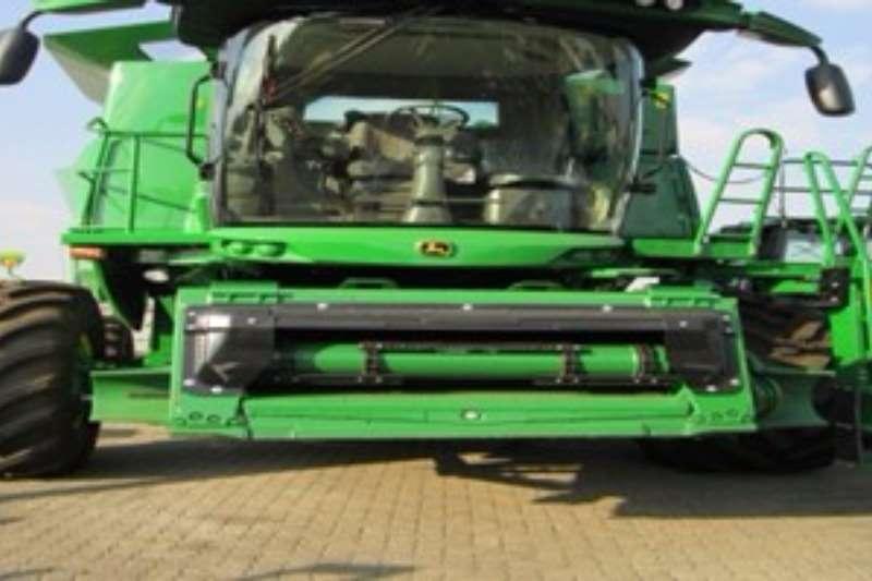 John Deere S 660 Combine harvesters and harvesting equipment