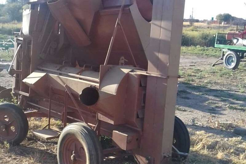 Combine Harvesters and Harvesting Equipment Other Other Combine Harvesters and Harvesting Equipment Slattery Threashing Machine 0