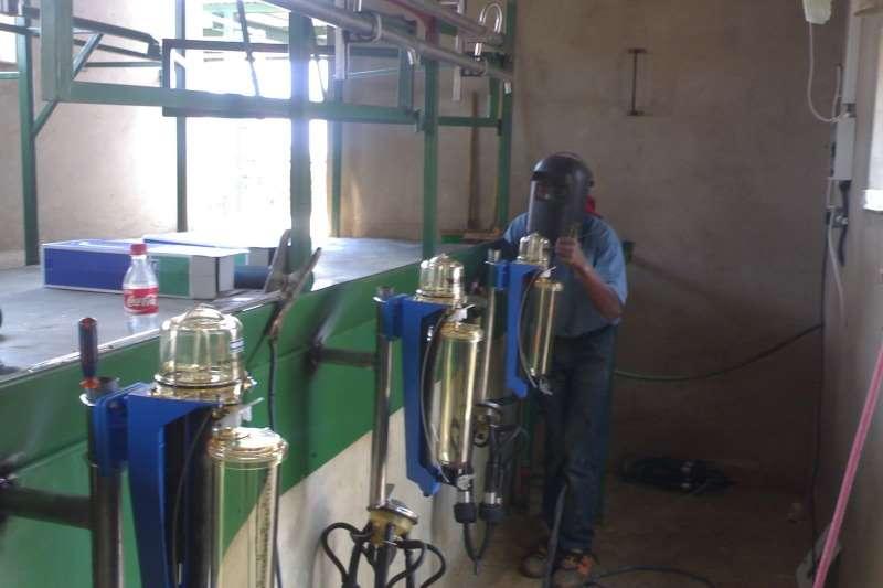Milk machines Melk Stalle Dairy farming