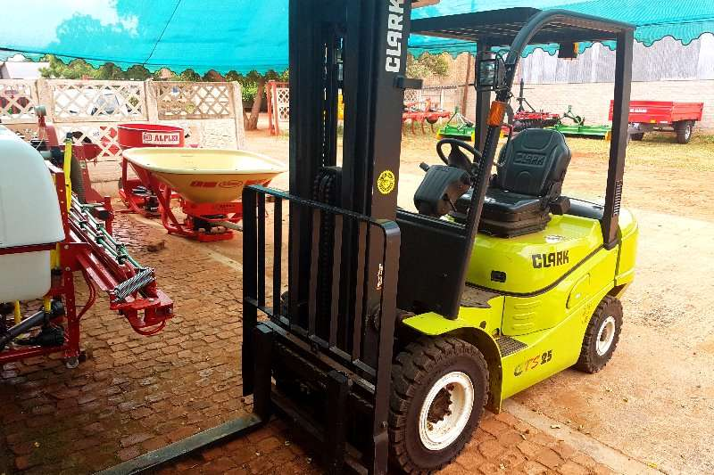 Clark Forklifts Machinery