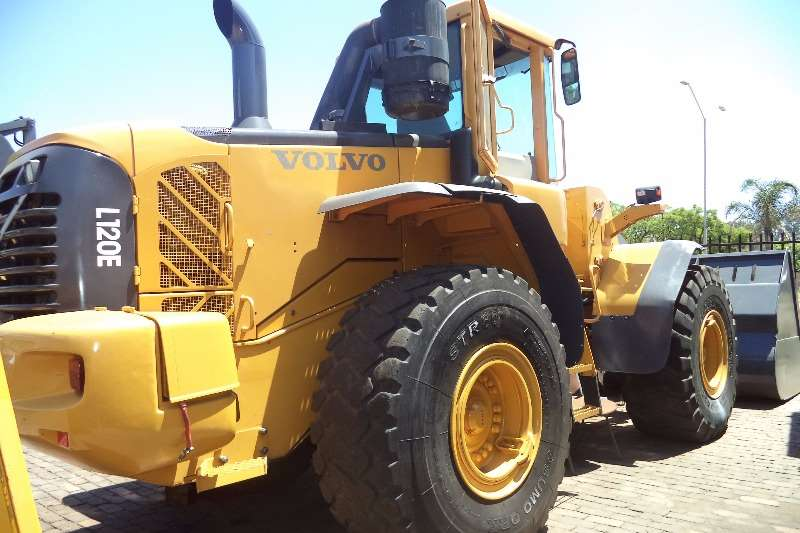how to drive a volvo front end loader