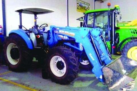 New Holland TD 5.100 (mfwd) plus loader-