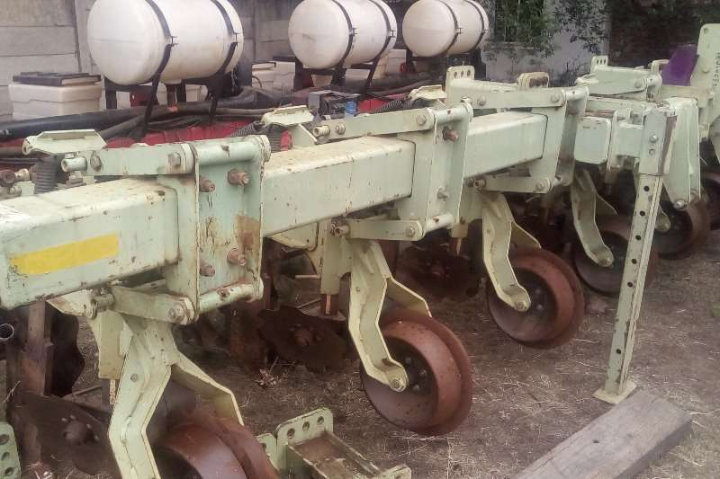 Other Used Orthman 8ry 91 cm with extensions and Wheels Planters