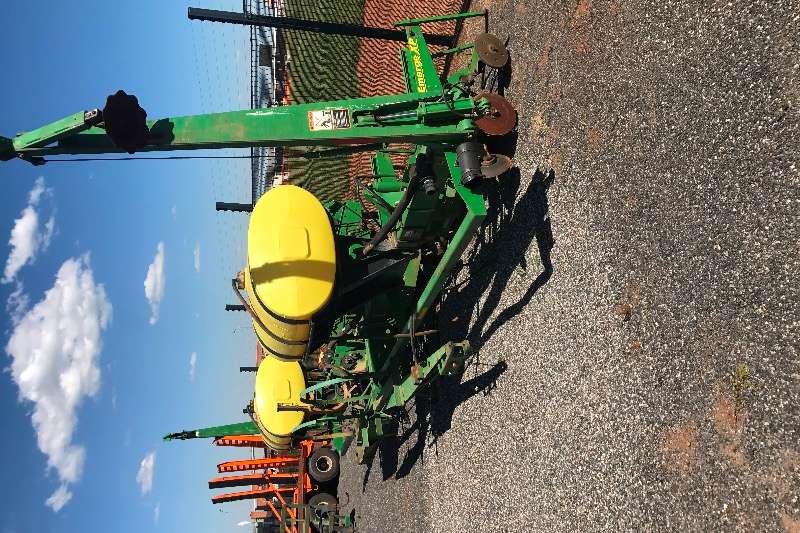John Deere MaxEmergeXP Planting and seeding