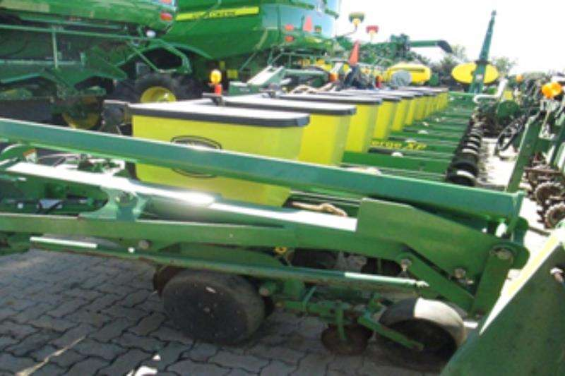 John Deere Other planting and seeding 1720 Stackfold 12 ry plater Planting and seeding