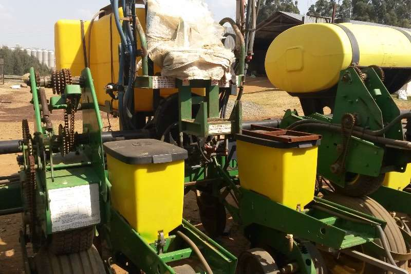 John Deere Other planting and seeding JD MaxEmergePLUS 1750 8 ry planter Planting and seeding
