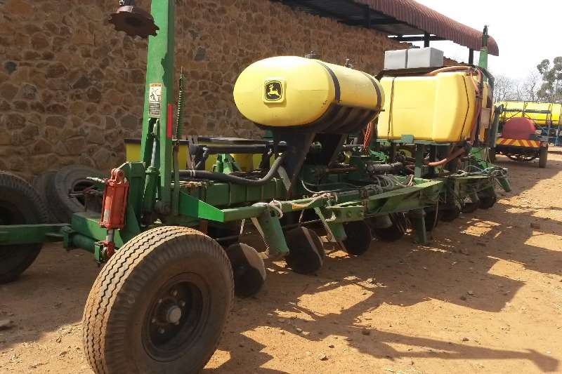 Planting and Seeding John Deere Other Planting and Seeding JD MaxEmergePLUS 8 ry planter 1750 0