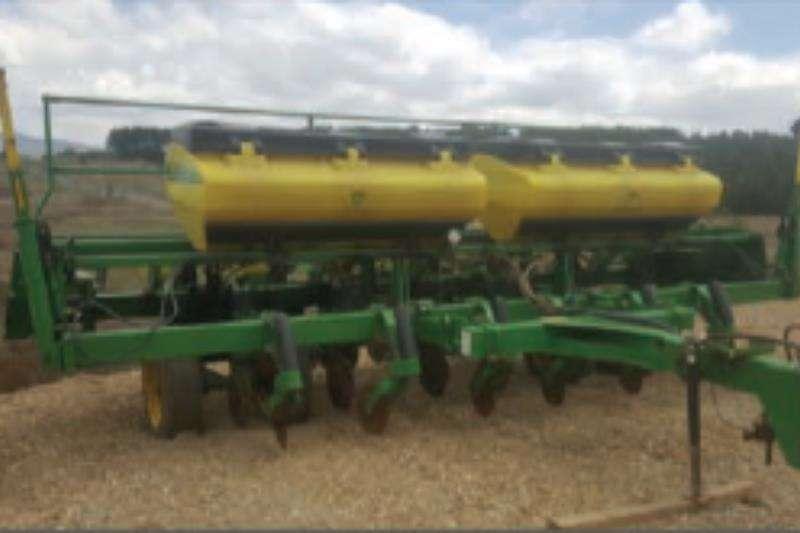 John Deere Row units 2113 6 Row   Plateless Planting and seeding