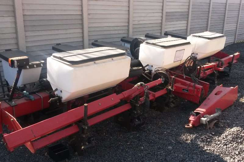 Massey Ferguson Other planting and seeding Massey Ferguson 9106 planter 6 ry Planting and seeding