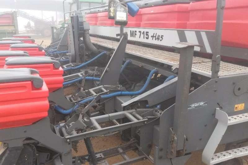 Massey Ferguson Other planting and seeding MF 715 H45 8 ry no till planter Planting and seeding
