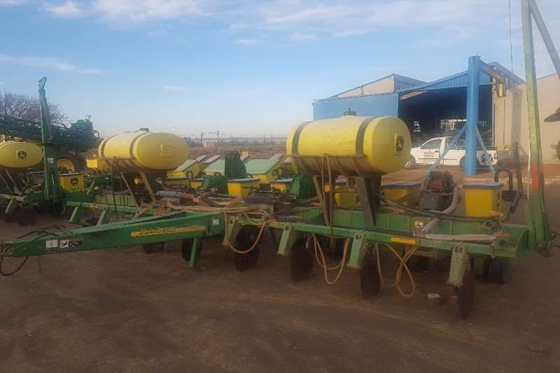 John Deere john Deere 1750 Plateless Liquod - 8Row 0.9M Conta Ploughs, cultivators, discs