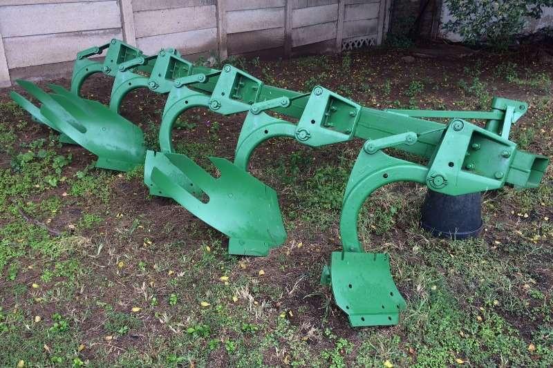 Mouldboard ploughs JD 5 mouldboard plough 1850N Ploughs
