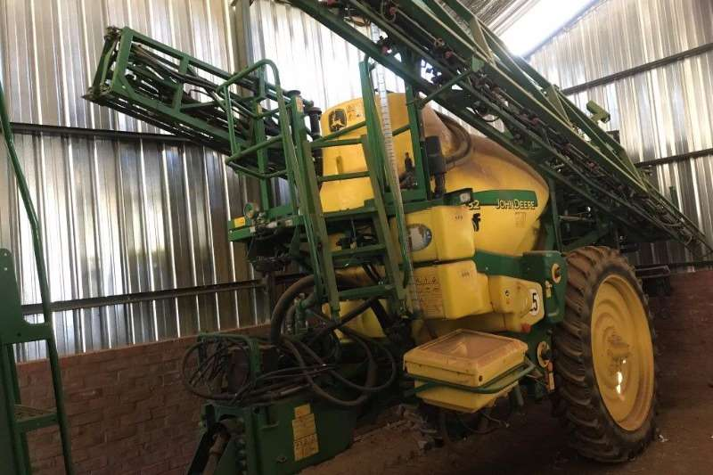 John Deere 832 TF Sprayers and spraying equipment